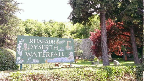 Dyserth Waterfall: entrance