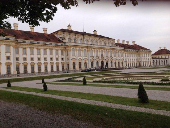 Schloss Schleissheim: Neues Schloss Schleißheim mit Schlossgarten