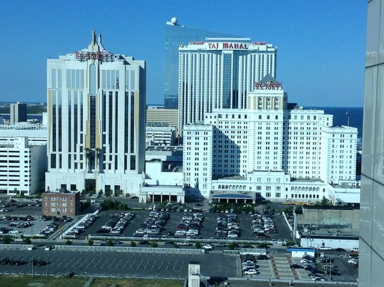 Atlantic Palace Suites : Trump and Taj Mahal