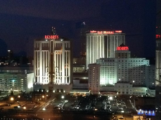 Atlantic Palace Suites: Trump and Taj Mahal