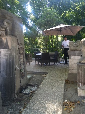 Istanbul Archaeological Museums: Courtyard cafe