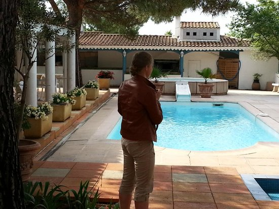Alba-Flora Hotel : Le patio et la piscine