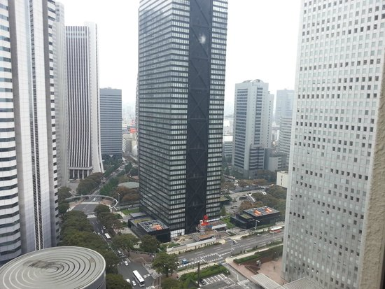 Hilton Tokyo : In the midst of financial buildings