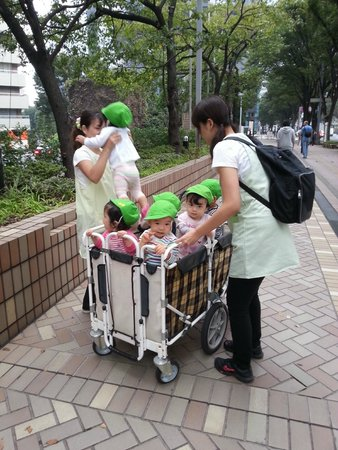 Hilton Tokyo: Random sighting of childcare staff and kids on street