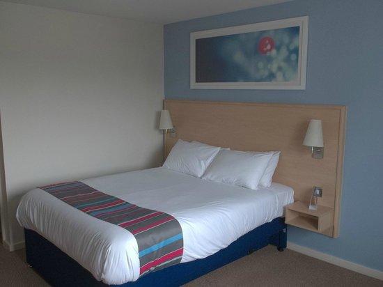 Travelodge Pembroke Dock: bedroom