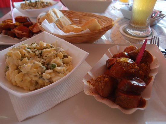 La Boutique Del Pollito : Currywurst, Bratwurst, German Potato Salad what a feast!