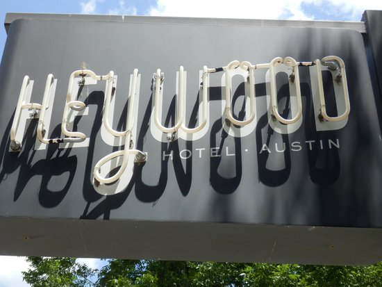 Heywood Hotel: Neon sign outside by the street