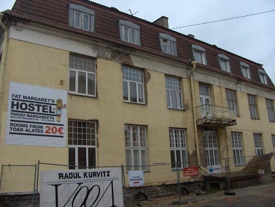 16eur Fat Margaret's Hostel : outside view