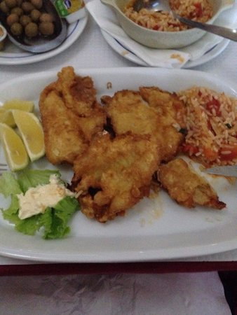 Snack Bar O Manjar: Battered sole fillets with tomato rice, an excellent dish.......as is all the dishes I've tried