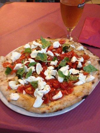 Una pizza veramente unica ad Aprilia la vera pizza napoletana assolutamente da provare solo se s