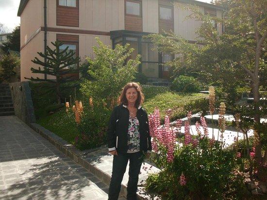 Hostal Del Bosque Apart Hotel: recien salida de la habitacion, patio central hermosa vista!