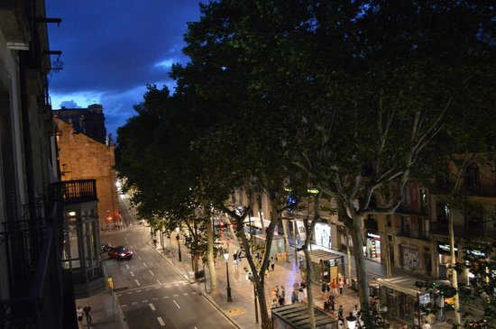 Exe Ramblas Boqueria : View of La Rambla