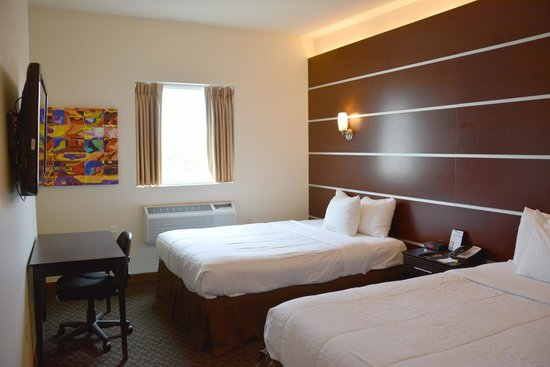 Days Inn & Suites Milwaukee: Standard Double Queen