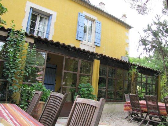 Mas de la Chapelle : Hotel desde la terraza / comedor