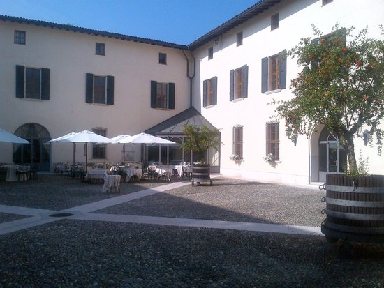 Palazzo Arzaga Hotel Spa & Golf Resort: Pallazo Courtyard