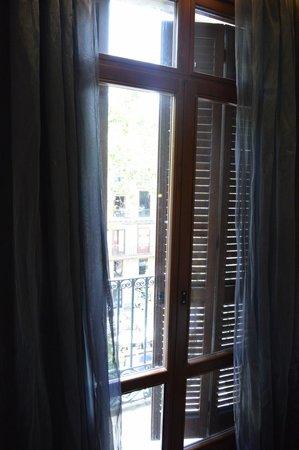 Exe Ramblas Boqueria : Window bedrom