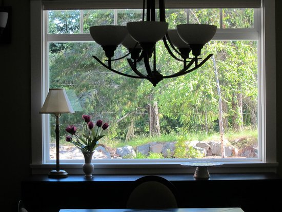Stone Wood Bed and Breakfast : Dining room view