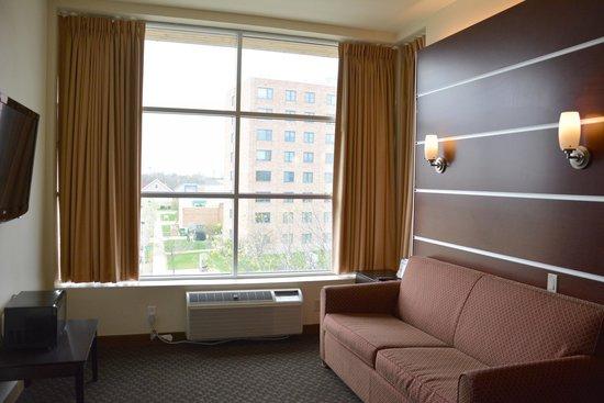 Days Inn & Suites Milwaukee: Business Class King