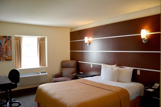 Days Inn & Suites Milwaukee: Standard Queen