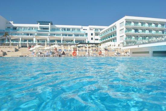 Вид отеля из бассейна Picture Of King Evelthon Beach