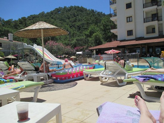 Grand Panorama Hotel: Pool view from sunbed