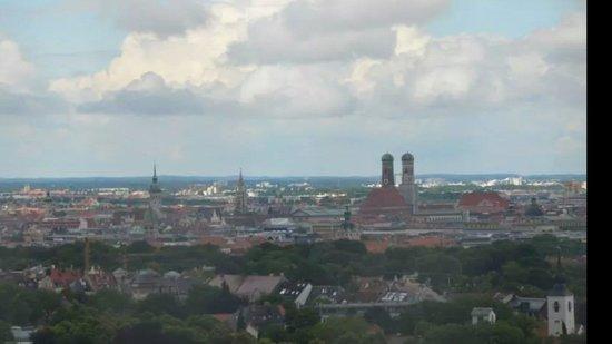 Sheraton München Westpark Hotel: Weiter Blick bis auf die Innenstadt