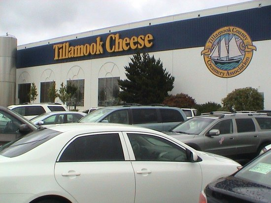 Tillamook Cheese Factory: The side of the factory is well marked.