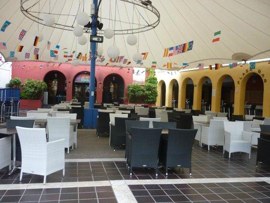 Suite Hotel Atlantis Fuerteventura Resort : The Main bar area