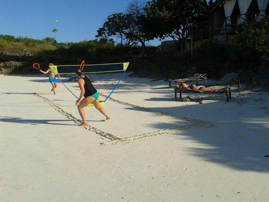 Zanzest Beach Bungalows: Zanzest beach tennis