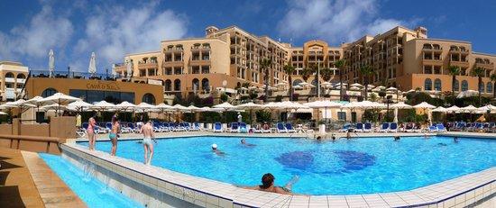 Marina Hotel Corinthia Beach Resort : Hotel la piscina