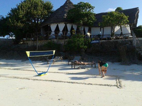 Zanzest Beach Bungalows: Zanzest beach temnis