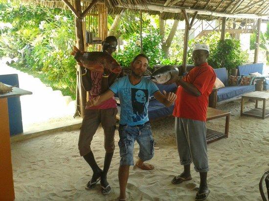Zanzest Beach Bungalows: Fresh tuna....and red snapper
