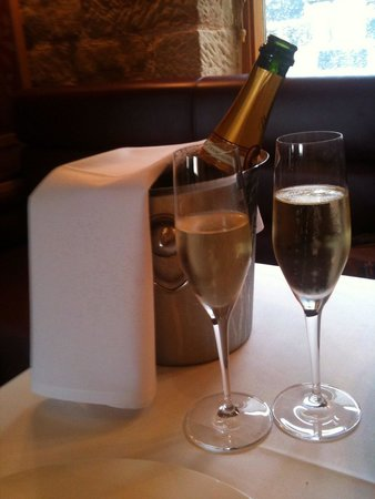 The Morley Hayes Hotel: Champagne breakfast .....