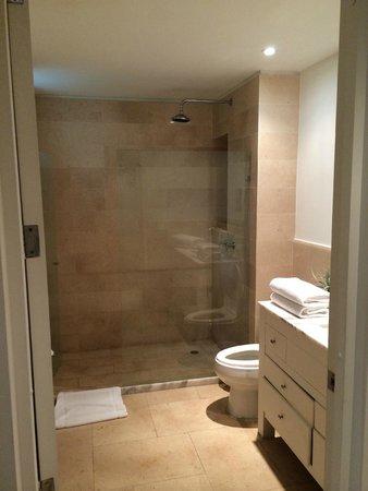 San Diego 974 Suites: Bathroom