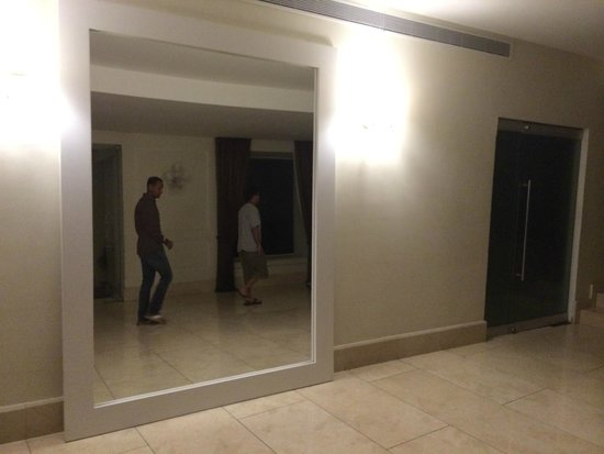San Diego 974 Suites: Hotel lobby