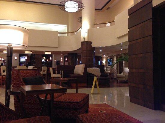 Albuquerque Marriott : Hotel lobby and bar