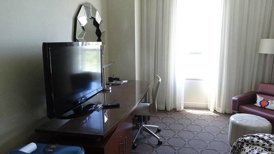 Renaissance Las Vegas Hotel: Plenty of workspace