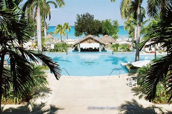 Couples Negril: View from the lobby - pool then beach
