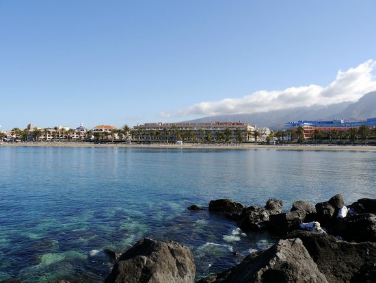 Cleopatra Palace Hotel: Вид на пляж и отель с волнореза
