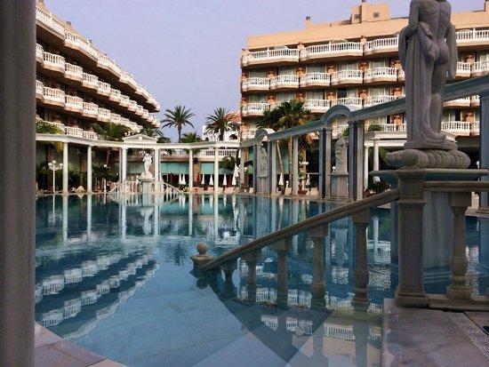 Cleopatra Palace Hotel: Бассейн на территории отеля