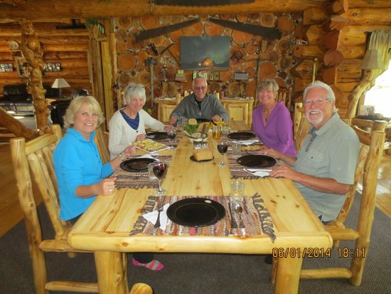 Log Cabin Wilderness Lodge : Dining on our first night.