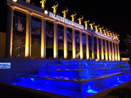 Cleopatra Palace Hotel : Avenida de las Americas