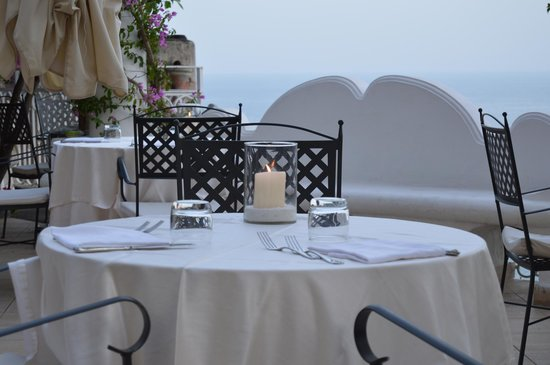 Hotel Marincanto: Dining on the terrace