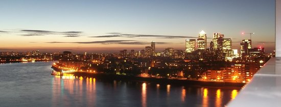 Apple Serviced Apartments Greenwich: Night view