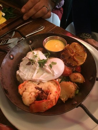 Whitefriar Grill: Poached eggs with lobster hash