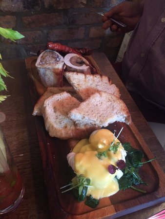 Whitefriar Grill: Sausages,poached eggs and bone marrow
