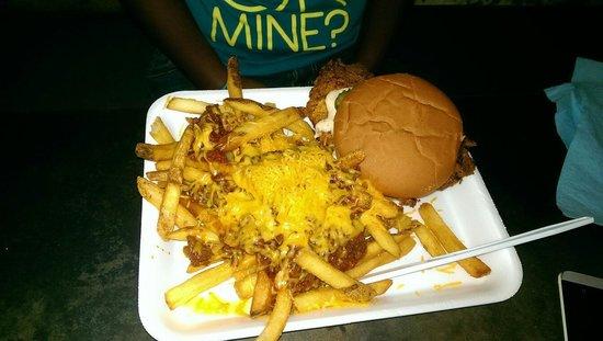 Saw's Juke Joint: Tea marinated chkn sandwich w/ chili cheese fries