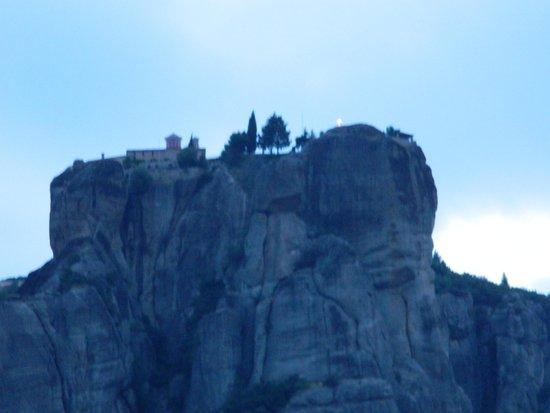 Divani Meteora Hotel: night view to the rocks
