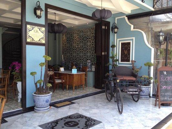 U Residence: Entrance