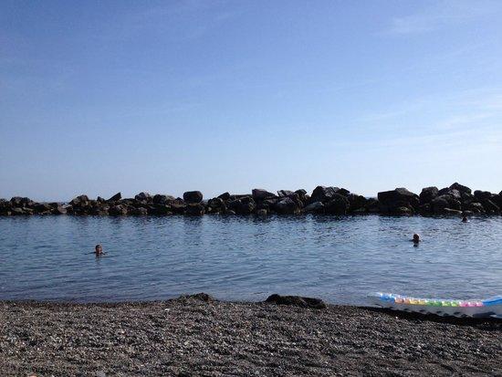 Hotel San Pietro: au pied de l' hôtel sur la plage